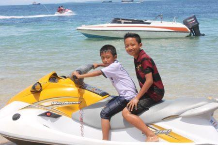 Anak-anak Main Jet ski