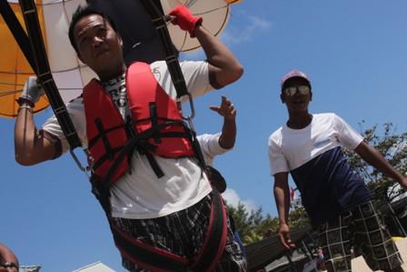 water sport parasailing takut Ketinggian coba ini