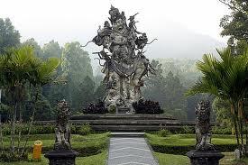 Patung dewa Di kebun raya