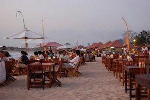 Menunggu sunset di Jimbaran cafe
