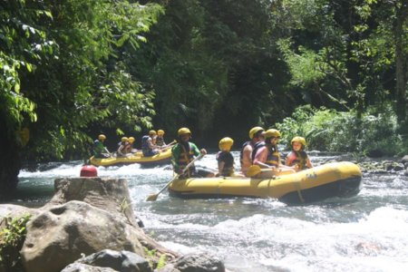 Lokasi Telaga waja white rafting