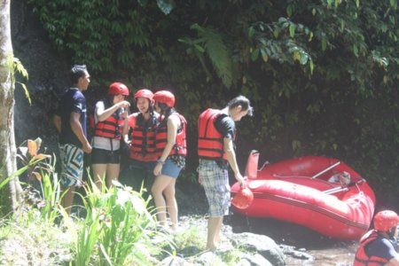 Basah total - adventure rafting telaga waja
