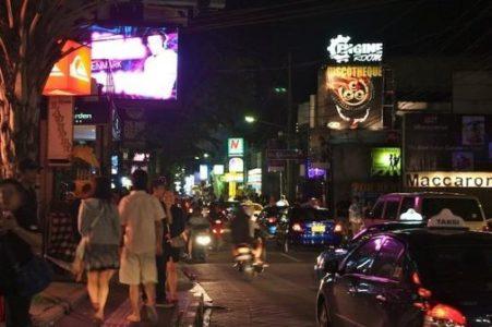 Jalan Jalan Malam Di Panta Kuta Bali