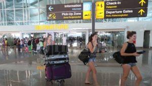 Keluar Bandara Ngurah Rai Bali